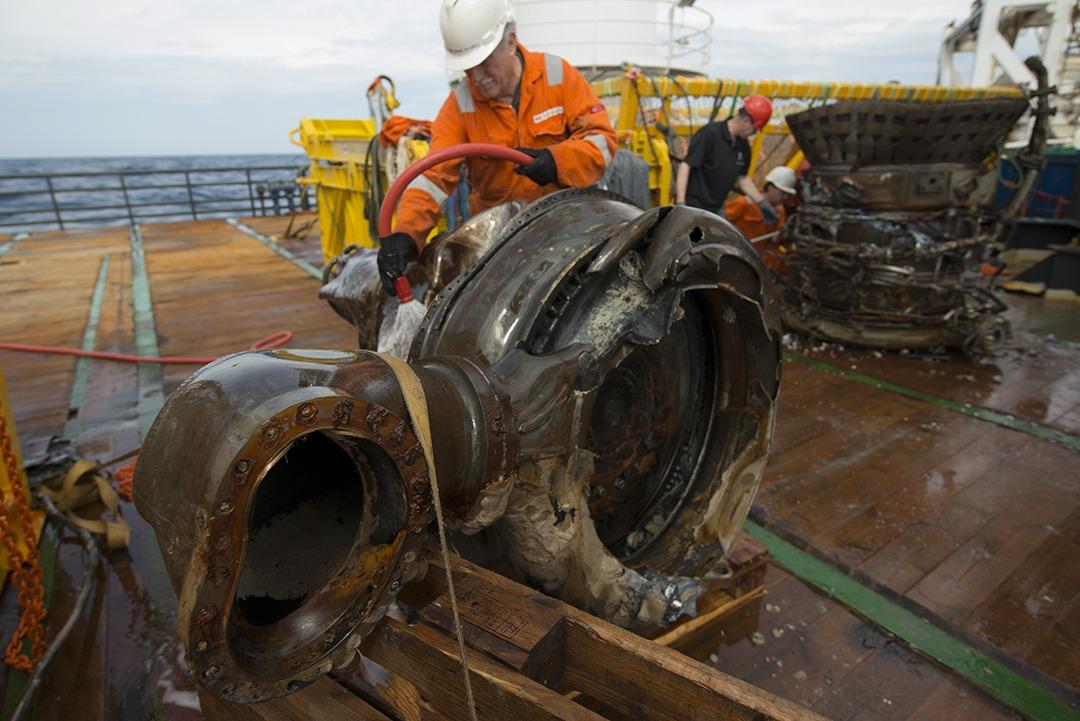 Jeff Bezos finding rocket part in the ocean
