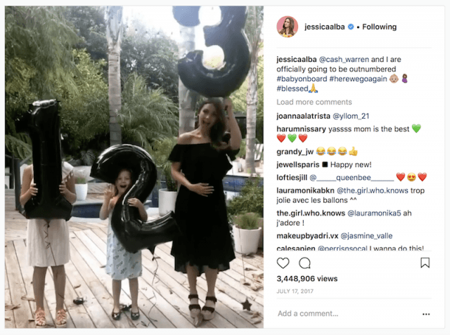 Jessica Alba and her daughters posing during her pregnancy announcement.