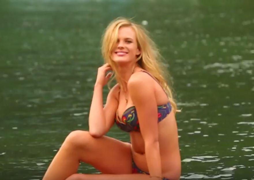 Chica motociclista desnuda caliente