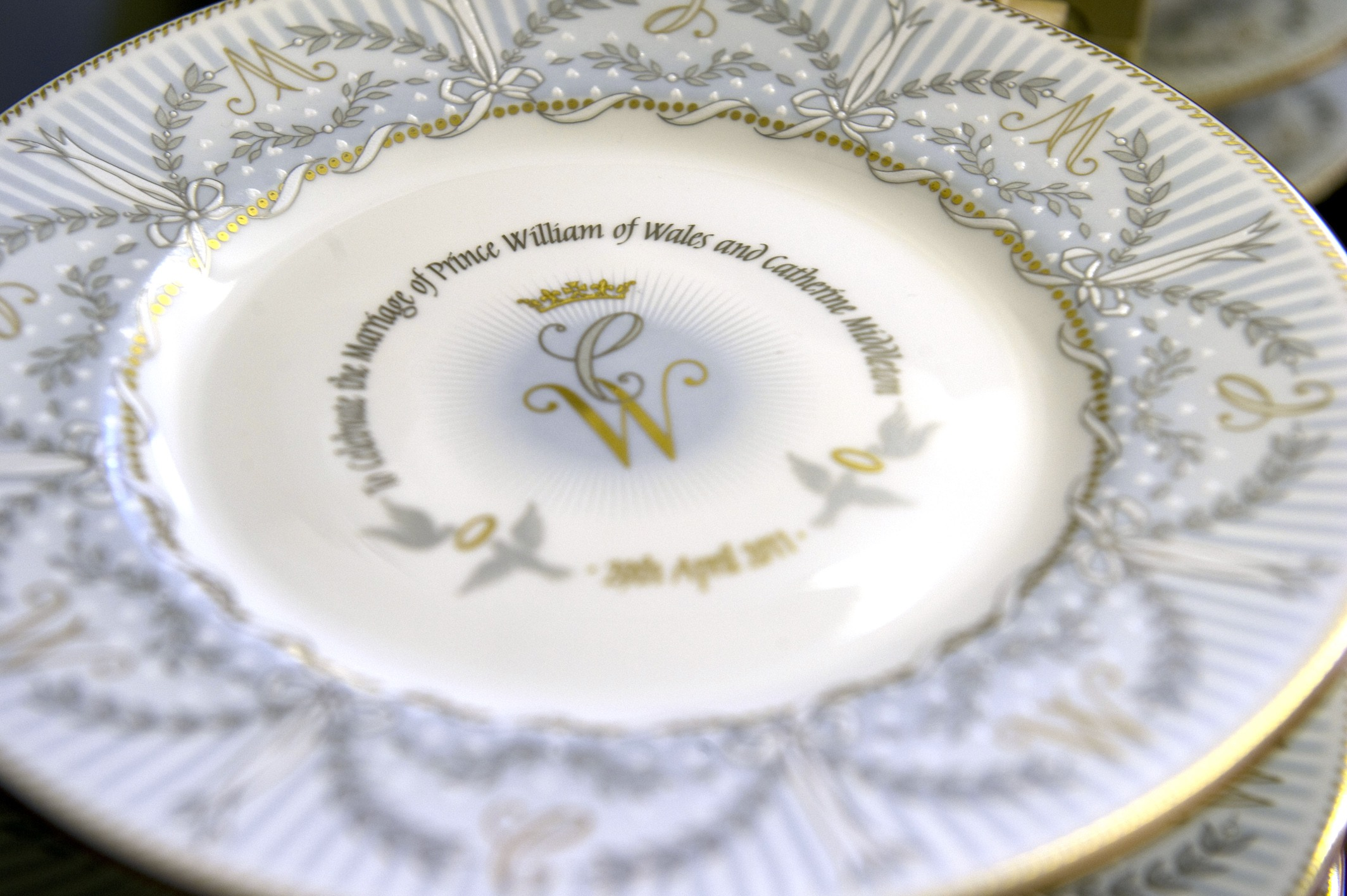An official royal wedding commemorative plate Kate and William