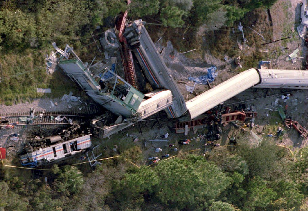 Amtrak Silver Meteor derailing in Kissimmee, Florida, 30 November 1993