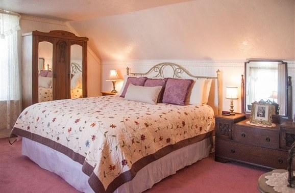 Lizzie's Heritage Inn room