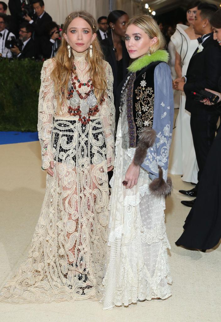 Mary Kate Olsen and Ashley Olsen in white dress