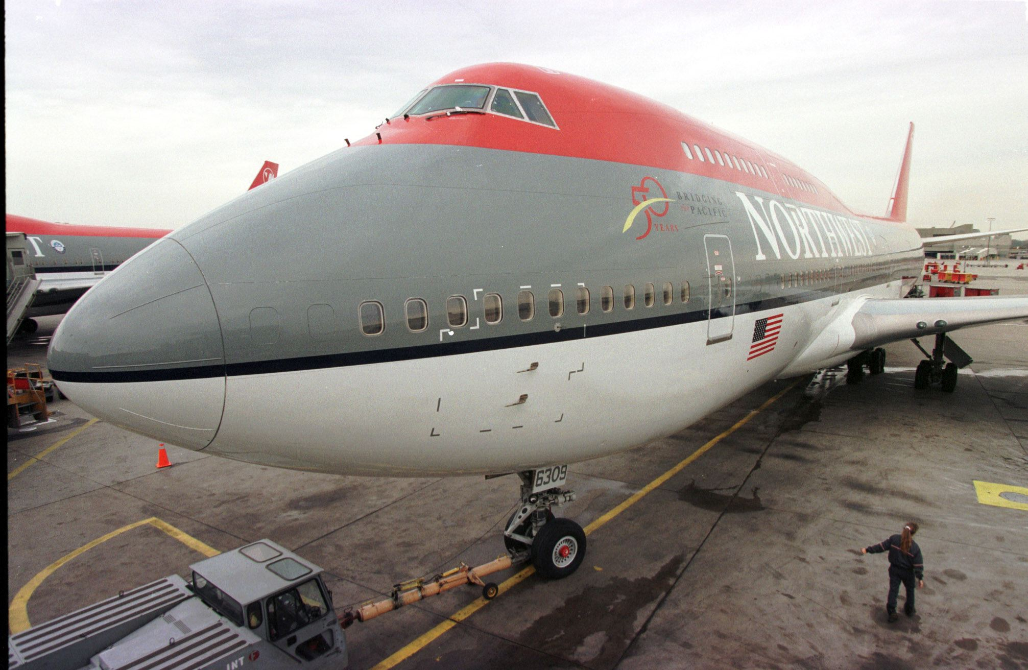 A Northwest Airlines 747 leaves the runway at Detr