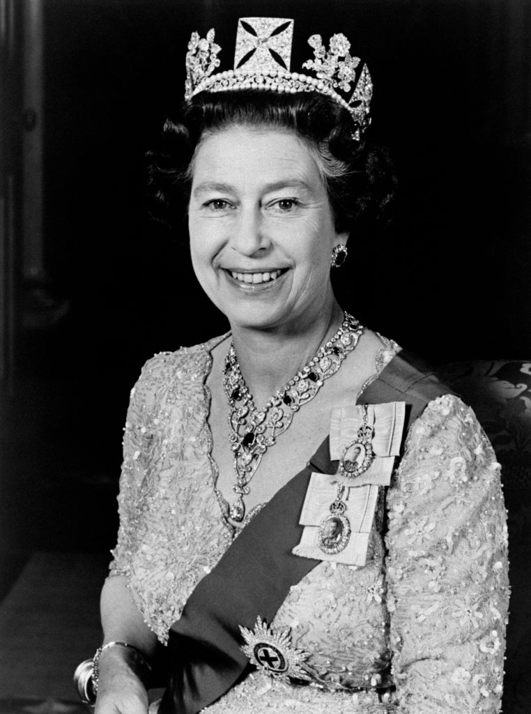 Official portrait of Queen Elizabeth