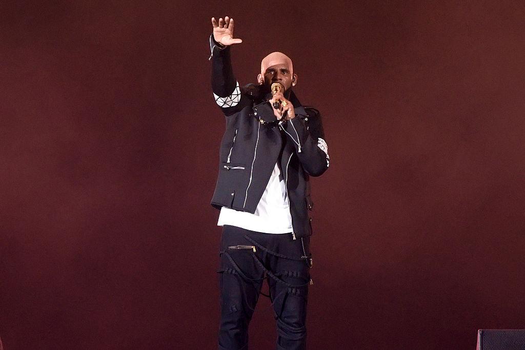 R. Kelly performing