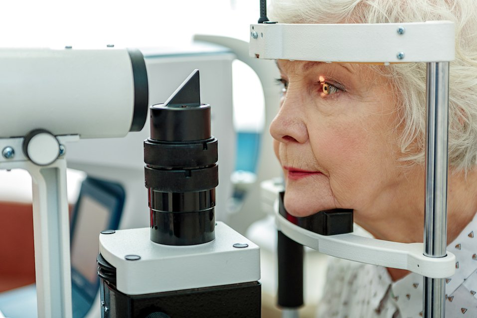 Sight of old woman verifying by apparatus