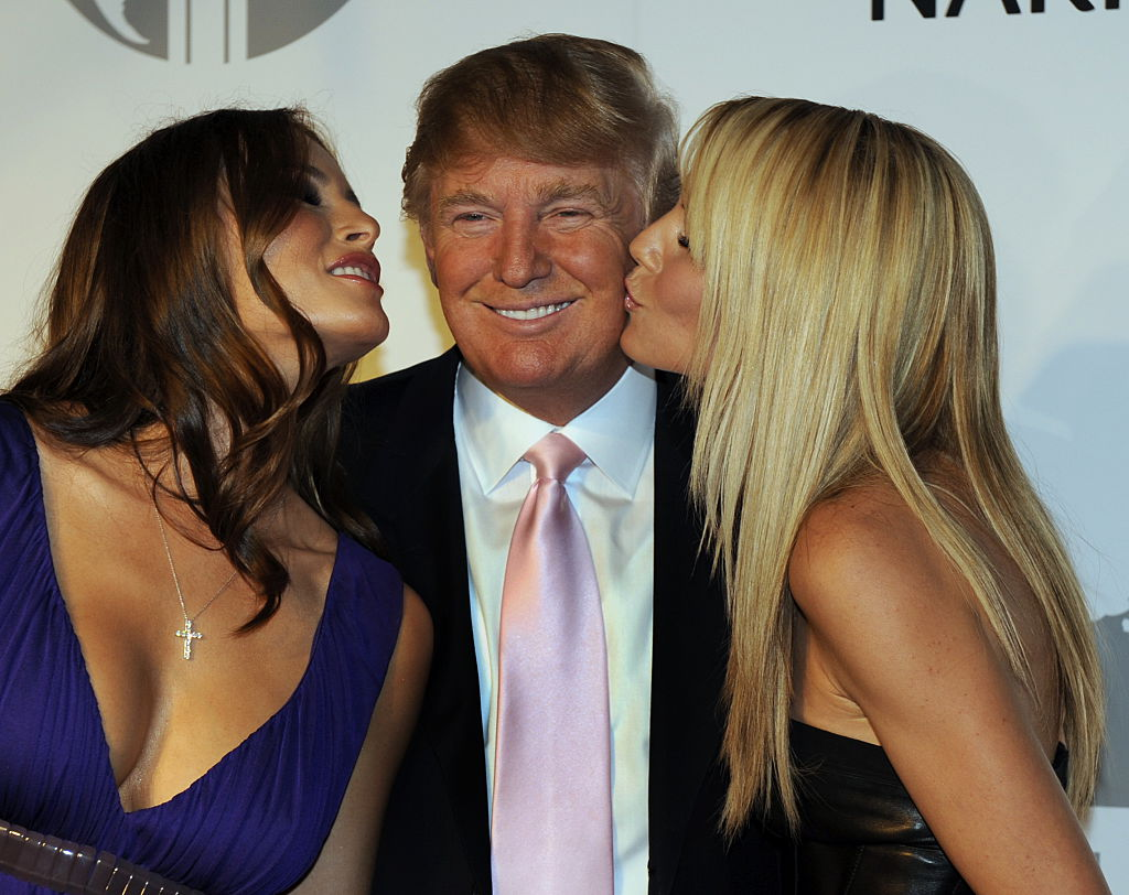 Melania Trump, Donald Trump and model Heidi Klum pose at party at the Park Avenue Plaza