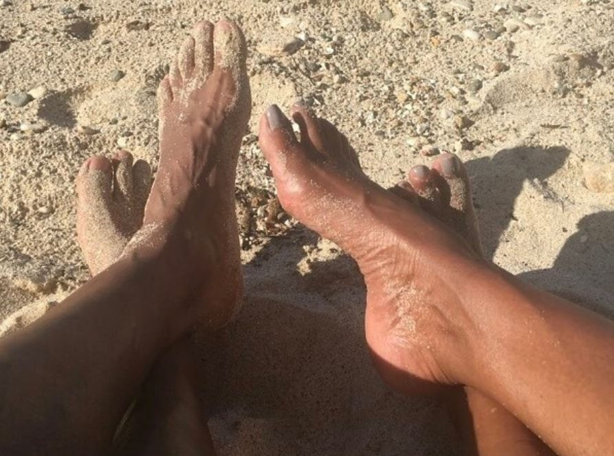 Barack and Michelle Obama's feet in the sand