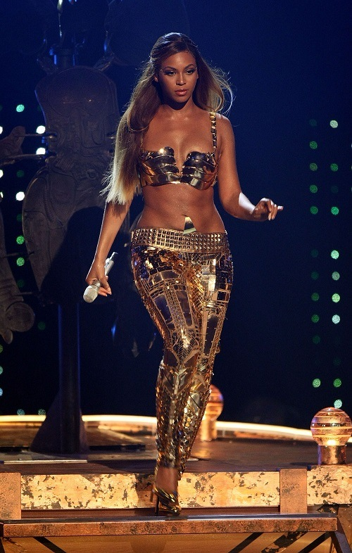 Singer Beyoncé Knowles performs onstage during the 2007 BET Awards held at the Shrine Auditorium on June 26, 2007 in Los Angeles, California.