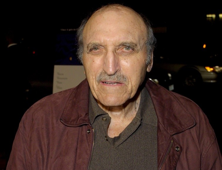 "Actor Len Lesser arrives at the Los Angeles premiere of ""In the Bedroom"" November 15, 2001 in Los Angeles, CA."