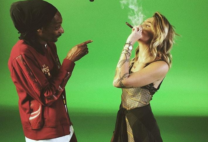 Paris Jackson and Snoop Dogg smoking marijuana