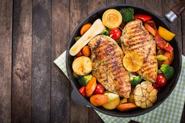 Grilled chicken breast and vegetables in a pan