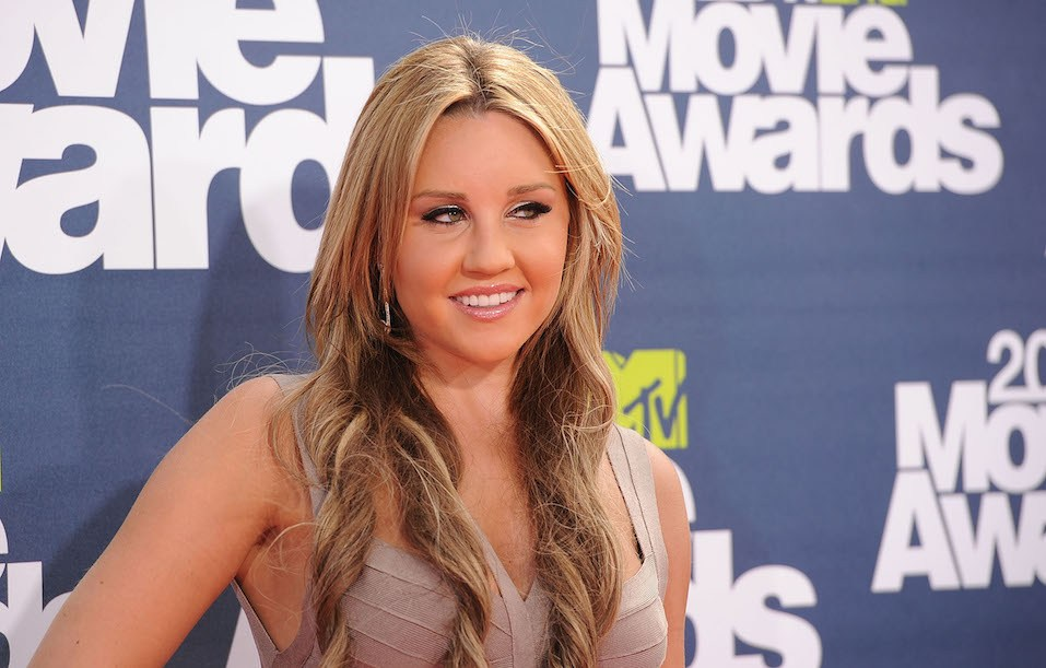 Actress Amanda Bynes arrives at the 2011 MTV Movie Awards