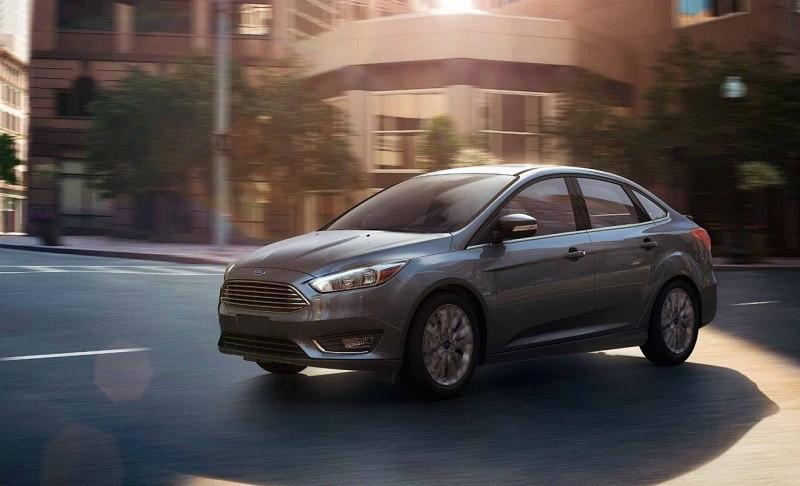 Road shot of gray Ford Focus sedan, Titanium trim