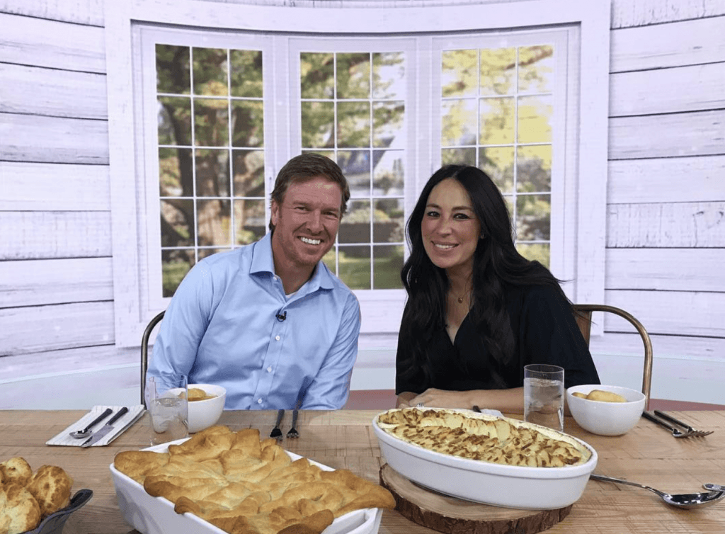 Chip and Joanna Gaines at the dinner table