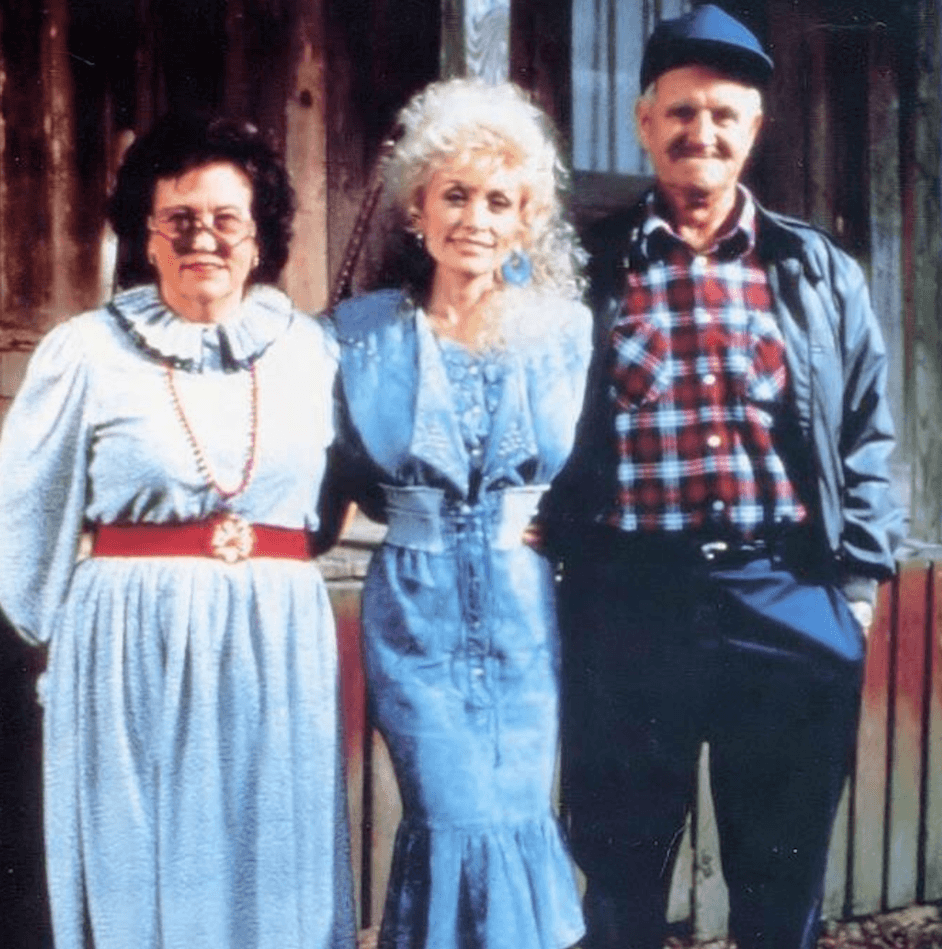 Dolly Parton with parents