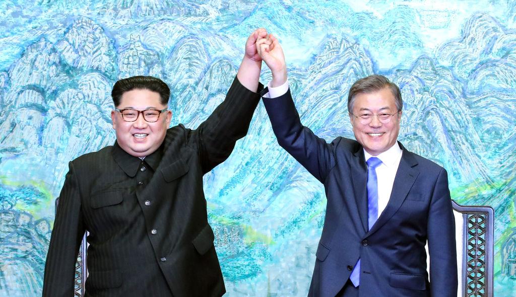 North Korean leader Kim Jong Un (L) and South Korean President Moon Jae-in (R) pose for photographs
