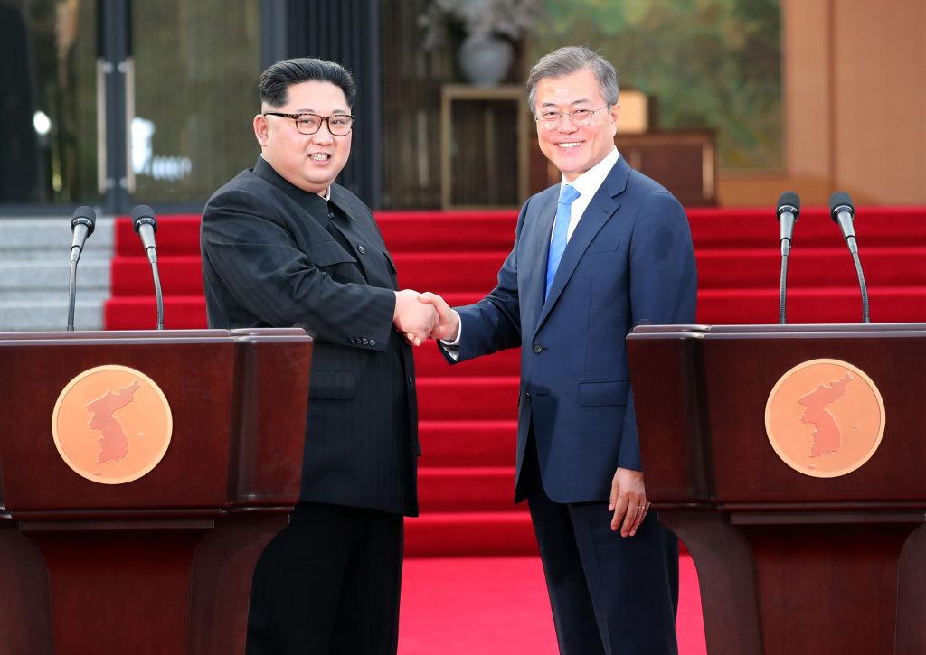 North Korean leader Kim Jong Un (L) and South Korean President Moon Jae-in (R) pose for photographs Inter-Korean Summit 2018