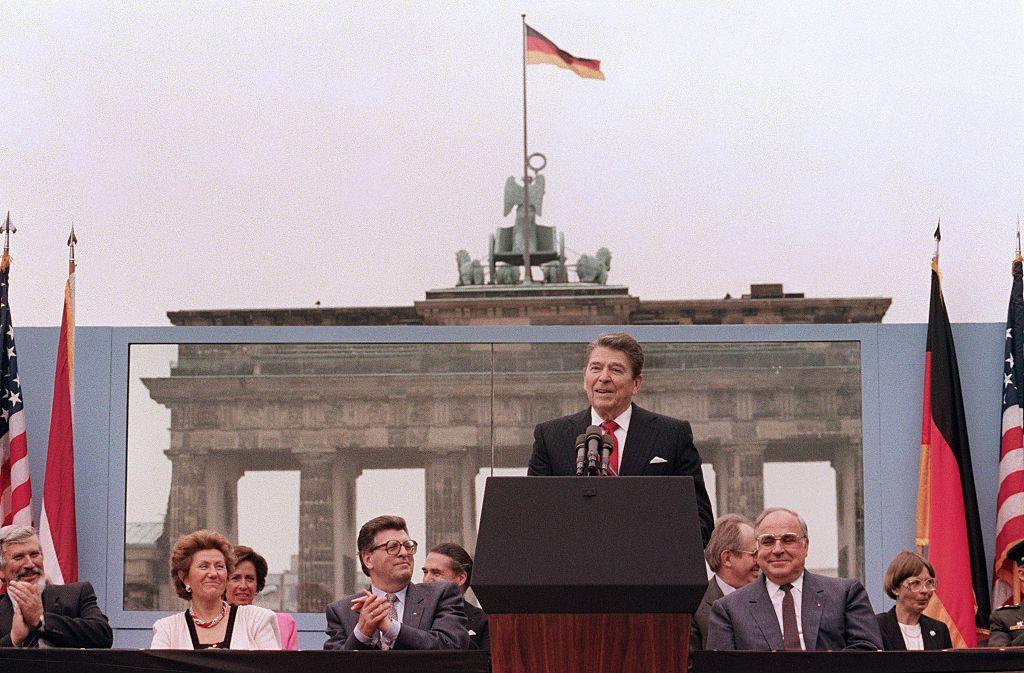 Ronald-Reagan-at-the-Berlin-Wall