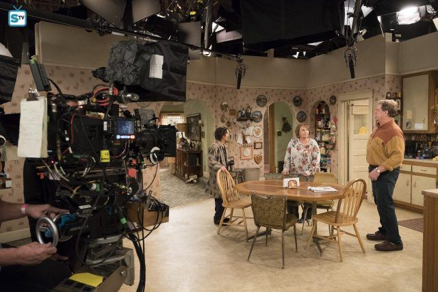 A shot of 'Roseanne' behind the scenes.