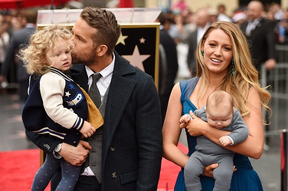Actors Ryan Reynolds (L) and Blake Lively pose with their daughters as Ryan Reynolds is honored with star on the Hollywood Walk of Fame on December 15, 2016 in Hollywood, California. (Photo by Matt Winkelmeyer/Getty Images)