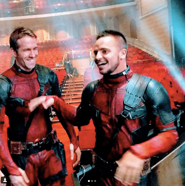 Ryan Reynolds with his body double as Deadpool