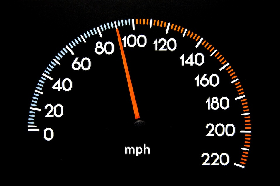 Speedometer with needle displaying 90 mphF