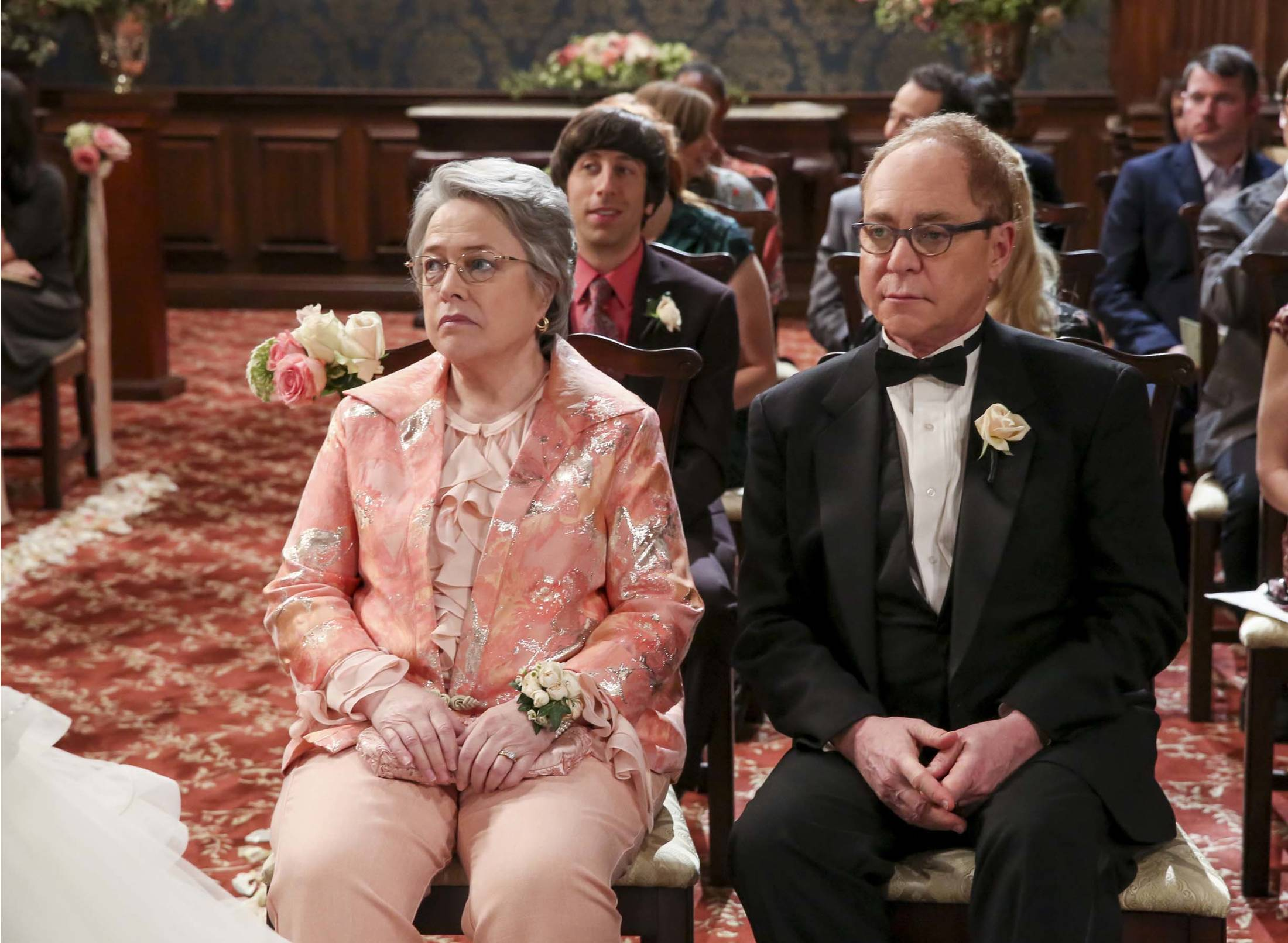 """""""The Bow Tie Asymmetry"""" - Pictured: Mrs. Fowler (Kathy Bates) and Mr. Fowler (Teller). When Amy's parents and Sheldon's family arrive for the wedding, everybody is focused on making sure all goes according to plan -- everyone except the bride and groom, on the 11th season finale of THE BIG BANG THEORY, Thursday, May 10 (8:00-8:31 PM, ET/PT) on the CBS Television Network. Photo: Michael Yarish/CBS ©2018 CBS Broadcasting, Inc. All Rights Reserved."""
