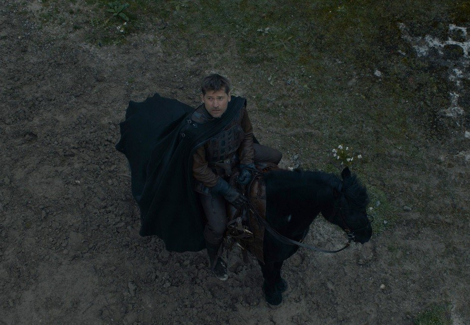 Jaime Lannister riding a horse in the Game of Thrones Season 7 finale