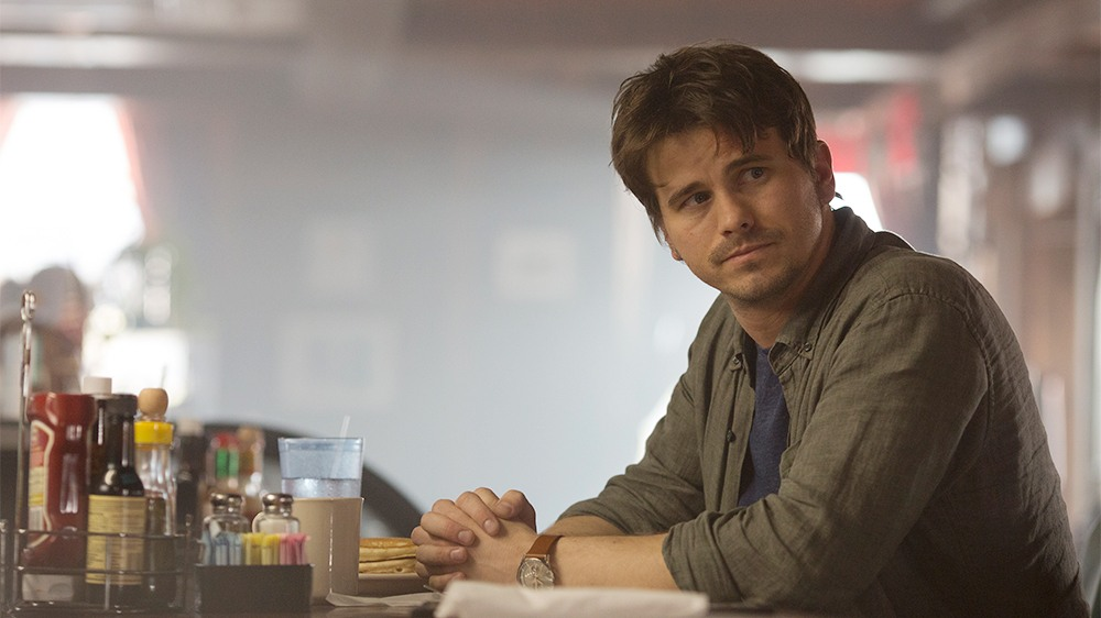 """KEVIN (PROBABLY) SAVES THE WORLD - """"Pilot"""" - Kevin Finn (Jason Ritter, """"Parenthood""""), a cluelessly self-serving person, is on a dangerous path to despair. In a downward spiral, Kevin returns home to stay with his widowed twin sister (JoAnna Garcia Swisher, """"Once Upon a Time"""") and niece. On his first night there, an unlikely celestial being named Yvette appears to him and presents him with a mission -- to save the world. (ABC/Ryan Green)<br />"""