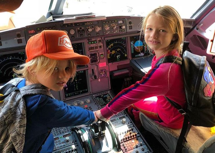 Jessica Simpson's kids in a plane
