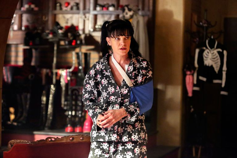 Abby wears an arm sling in NCIS