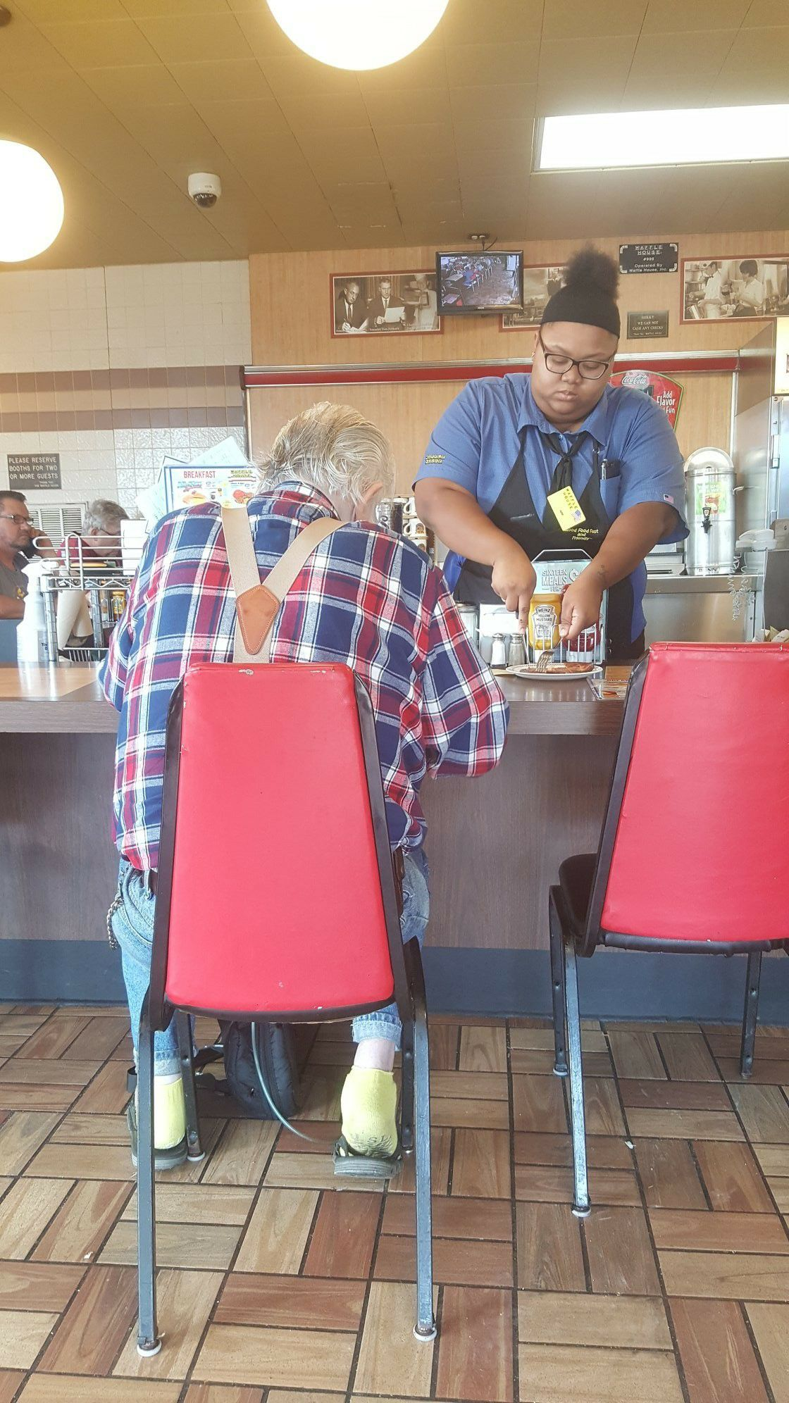 waffle house waitress