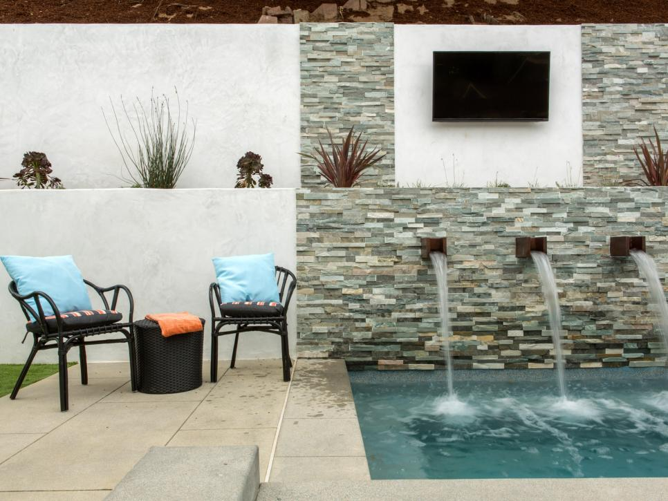 A backyard spa on 'Flip or Flop'