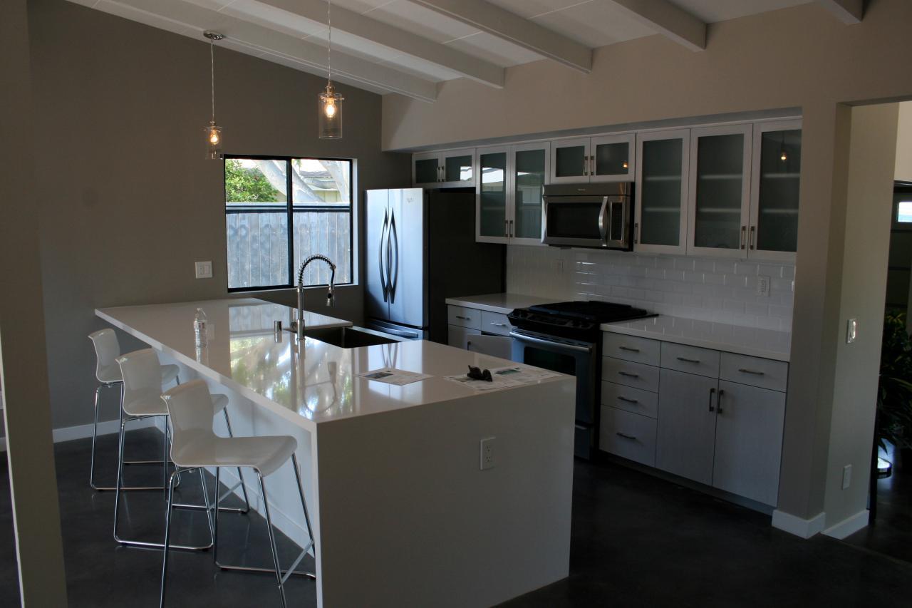 Flip or flop modern kitchen
