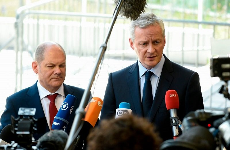 (LtoR) German Finance Minister Olaf Scholz and French Economy Minister Bruno Le Maire answer journalists' questions during a Eurogroup meeting at Senningen Castle in Luxembourg on June 21, 2018.
