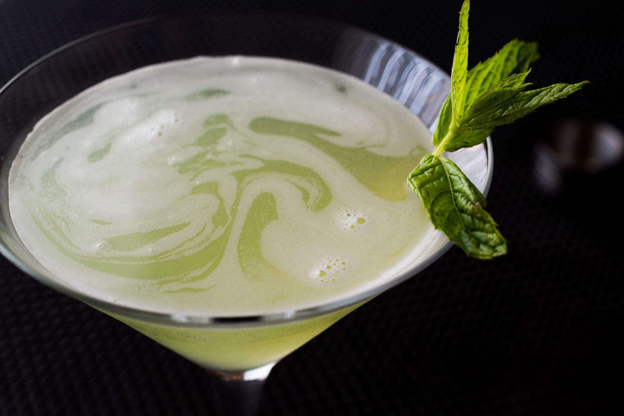 Grasshopper cocktail with mint leaves.