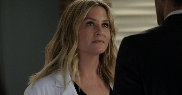 Jessica Capshaw during a scene in 'Grey's Anatomy'.