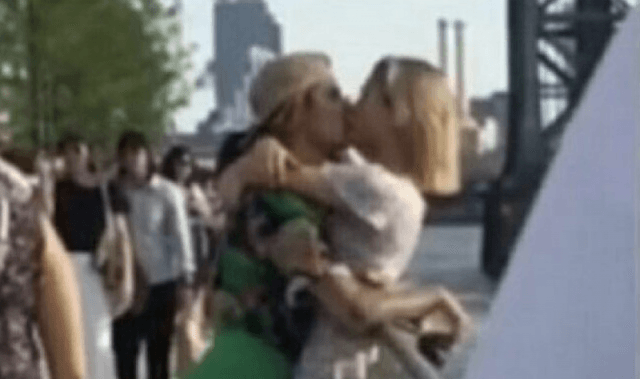 Justin Bieber and Hailey Baldwin kissing in New York City.