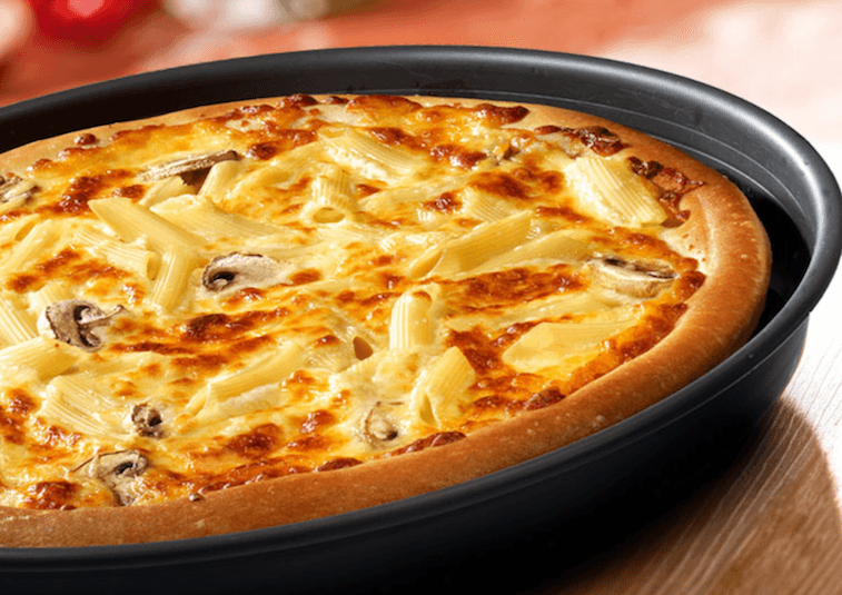 Mac and cheese pizza