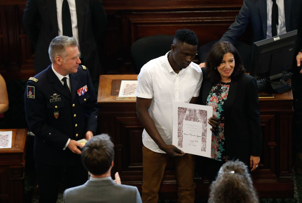 Mamoudou Gassama with Parisian mayor, Anne Hidalgo