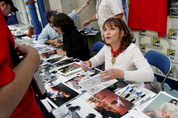 Margot Kidder signs autographs at Comic Con 2005