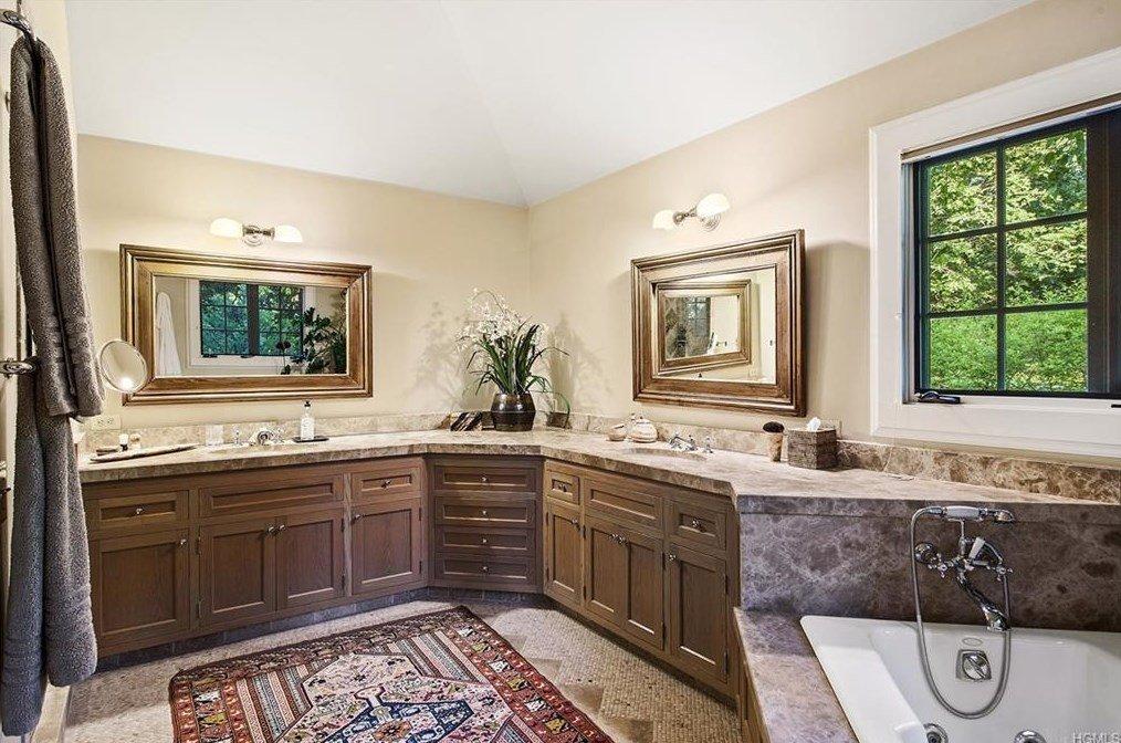 Tom Brokaw Master bathroom