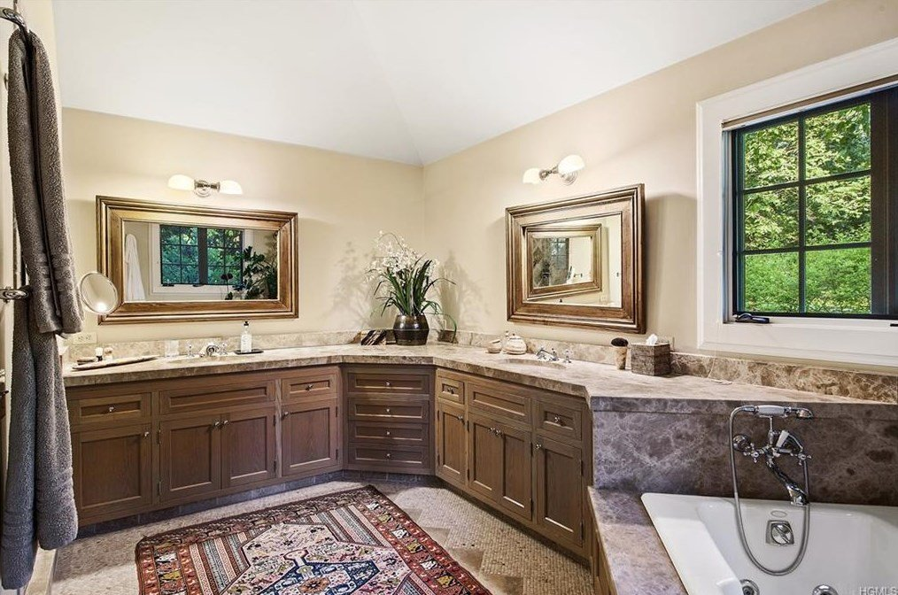 Tom Brokaw Master bathroom