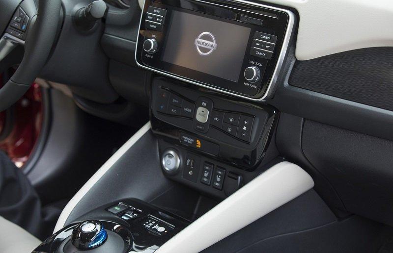 2018 Nissan Leaf tech suite