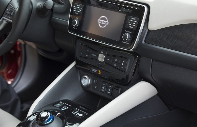 2018 Nissan Leaf tech suite