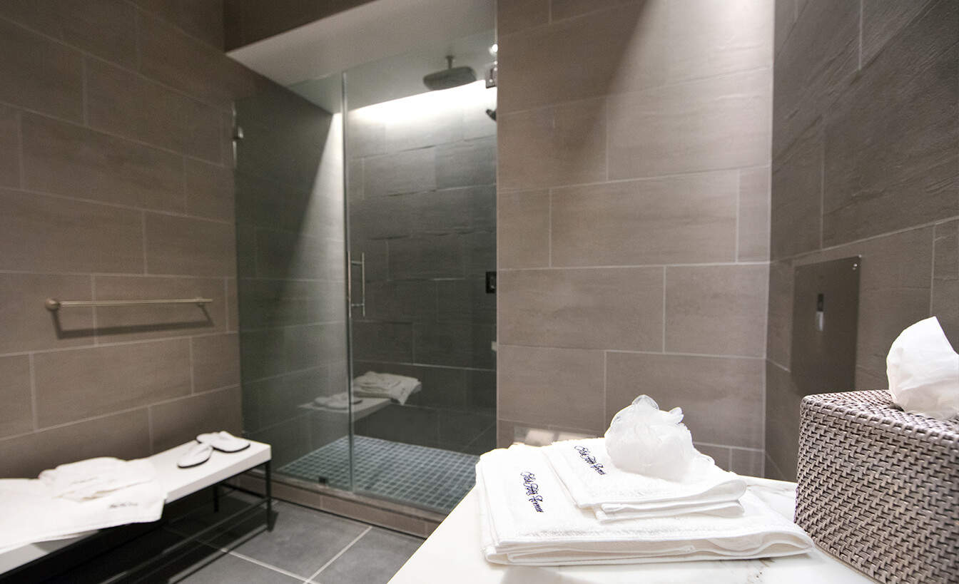 United Polaris lounge shower