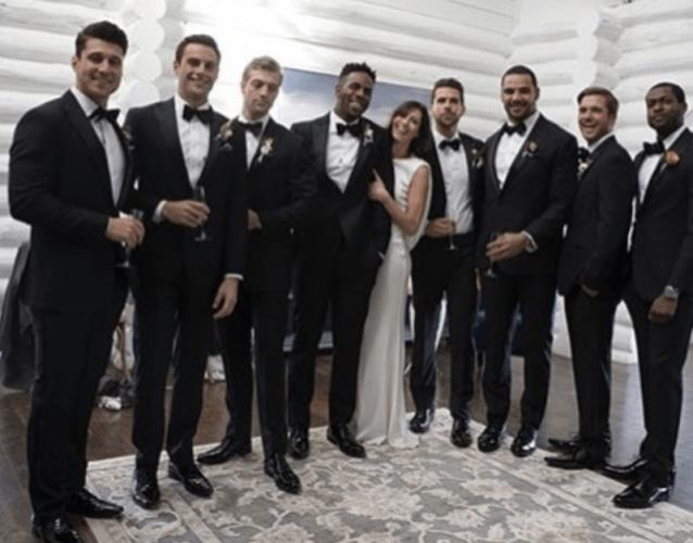 Rebecca Kufrin posing with the contestants of 'The Bachelorette'.