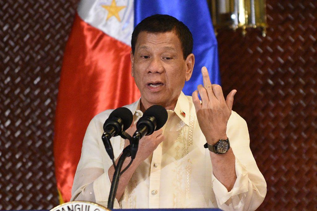 Rodrigo Duterte gives the middle finger